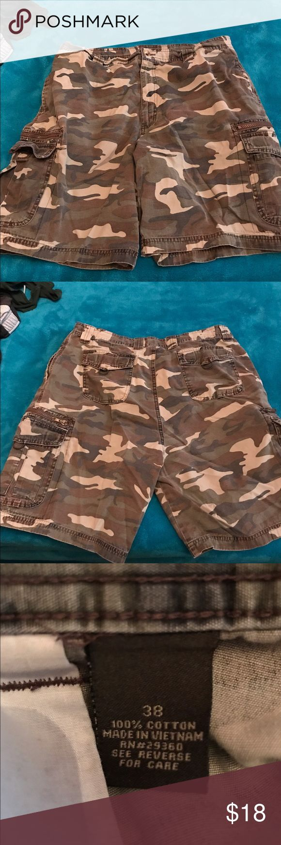 MENS CARGO SHORTS SZ 38 Men's Camo cargo shorts, lots of pockets, size 38, by Great Nortwest in Excellent Condition Great Northwest Shorts Cargo