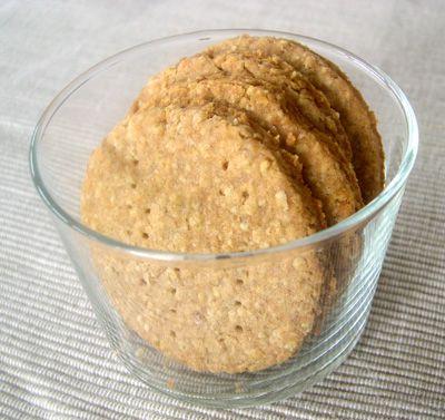 Parfois je me fais l'effet d'être une grande naïve mais il paraît que cela fait partie de mon charme ! Connaissez-vous les Digestive Biscuits ? Ce sont des biscuits britanniques ronds, à base de farine complète, les plus connus sont ceux de la marque McVities. Ils sont excellents avec une...