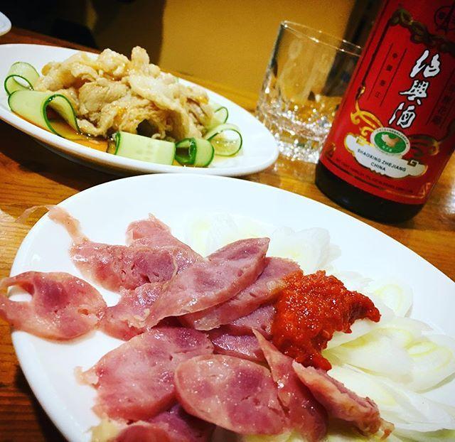 腸詰めと紹興酒🍶  #酒 #中華 #肉 #美味しい #ファインダー越しの私の世界 #写真好きな人と繋がりたい #japan #photographer #photography