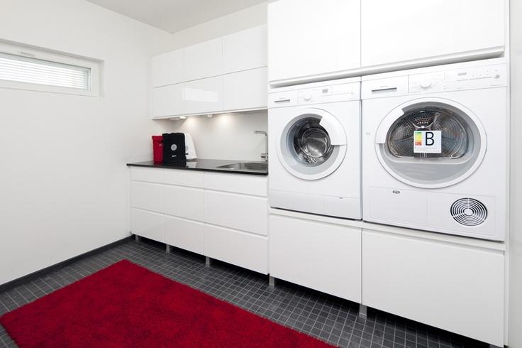 Kodinhoitohuone Korotettu pyykinpesukone ja kuivuri