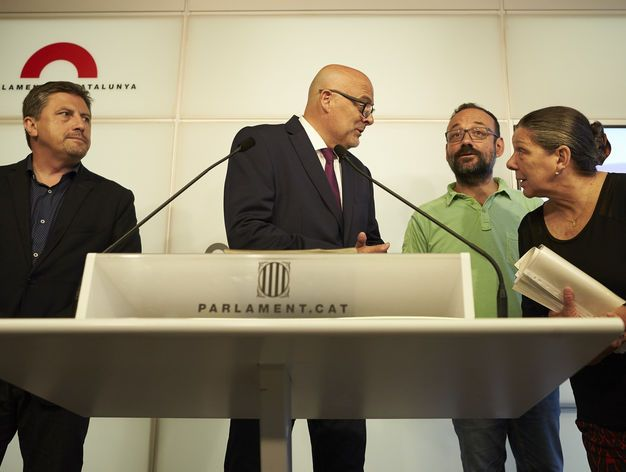 Doble nacionalidad tres lenguas amnistía y fuera el Ejército: así es la república catalana