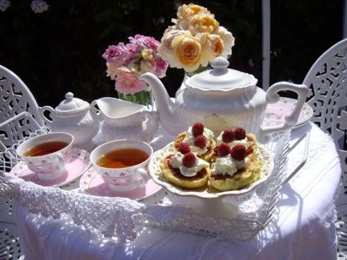 Garden party tea for two - Vintage Rose Brocante & Vintage Vanille