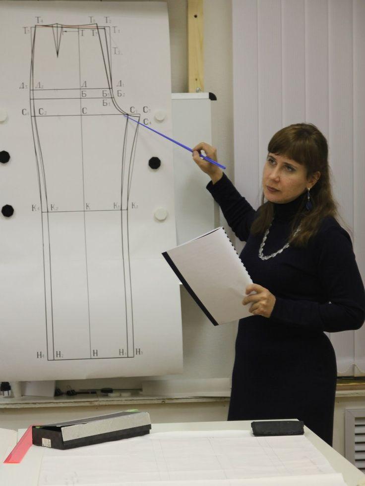 Школа искусства костюма - профессиональные курсы разных уровней: от кройки и шитья до дизайна костюма.
