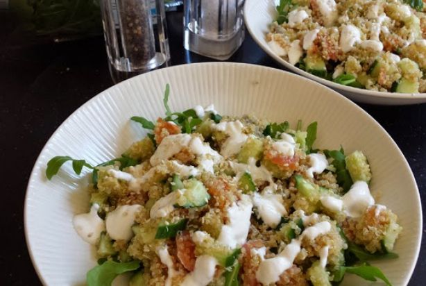 Quinoa met gerookte zalm & avocado