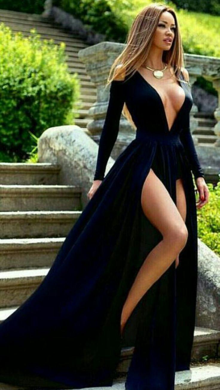 Bueno, el escote es demasiado para mi, pero el vestido es hermoso