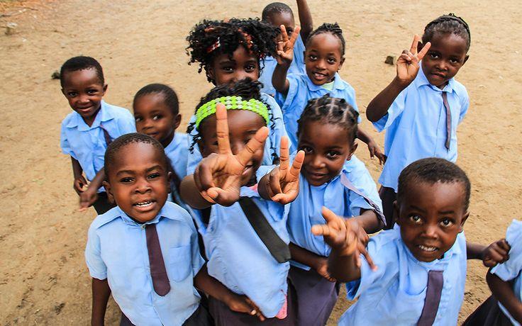 Zambezi Nehrine nazır, Afrika'nın en iyi 10 otelinden muhteşem Royal Chundu oteline misafir olma fırsatı buldum. The Royal Chundu Foundation School...