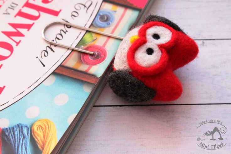 Red owl - felted paperclip