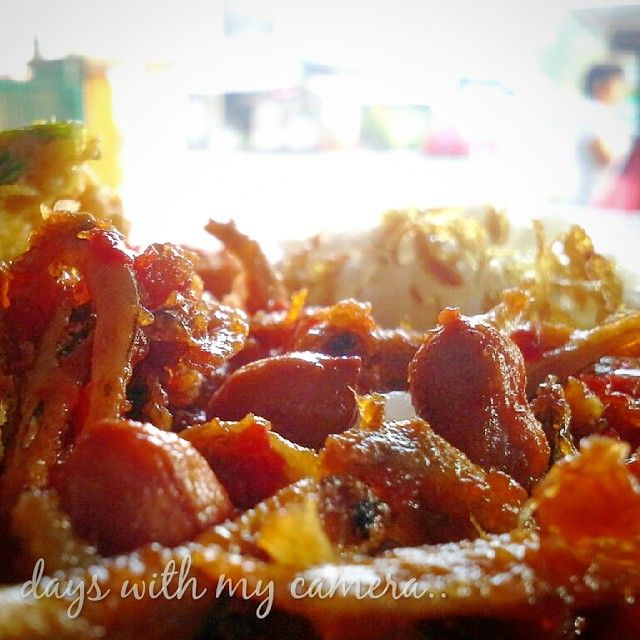 nasi uduk pakai teri kacang dan sambal pedas memang cocok banget untuk sarapan.. ditambah dengan telur dadar dan tempe semur.. bisa nambah terus nih sambalnya.. #sarapan #sarapanpagi #breakfast...