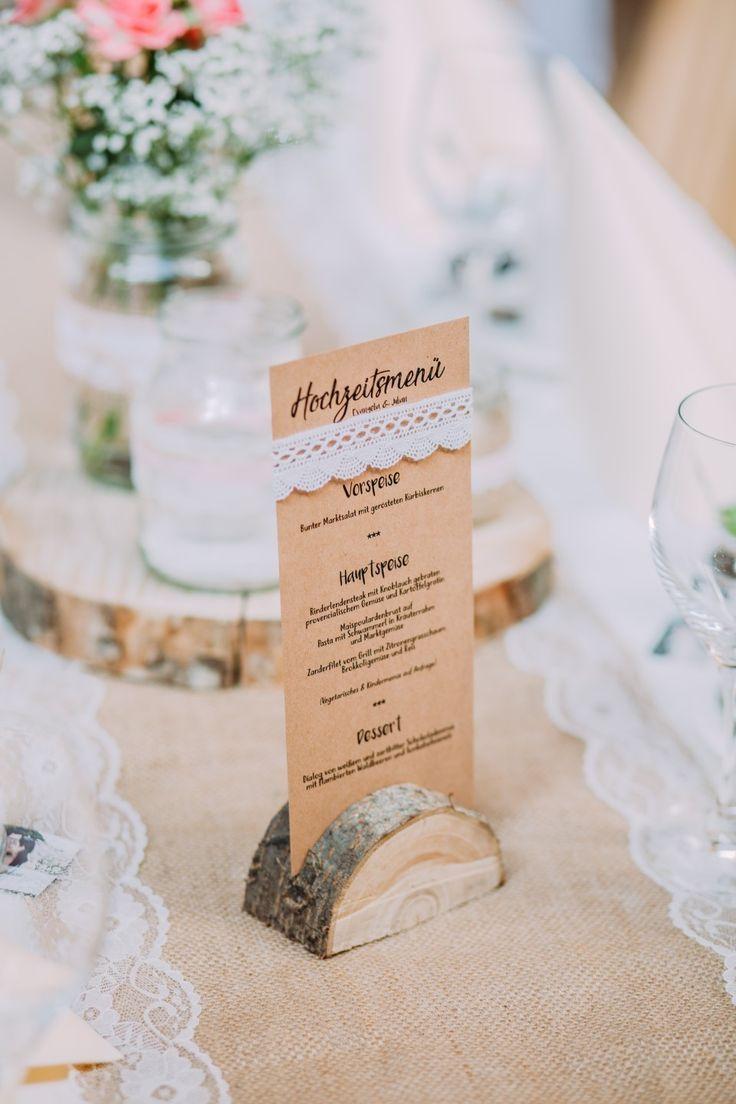 Menükarte Hochzeit mit Spitze #Vintage #Wedding #Kraftpapier #Holzhalterung