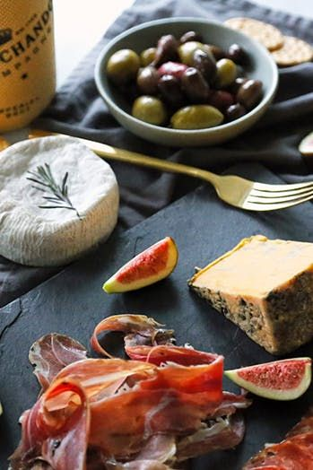 6 Holiday Entertaining Secrets We Learned from the French via @PureWow