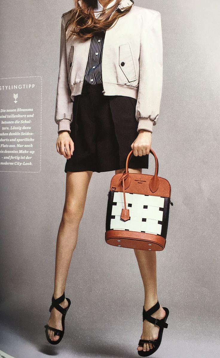 Jacke Balenciaga, Shorts Giorgio Armani, Tasche Louis Vuitton, Sandalen Christian Dior
