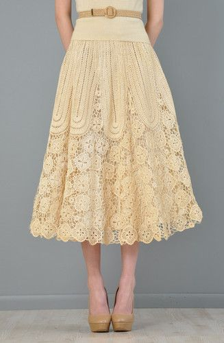 Pretty and lacy macrame skirt. I do love me some below-the-knee skirts.