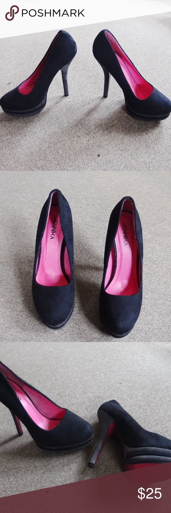 Cute Black Heels 👠 Very cute and classy black heels. Size Euro 39 so U.S. 9. Worn a few times but still in good conditions and look very nice. Shoes Heels