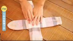 Κι όμως, υπάρχει ένας πολύ απλός τρόπος για να διπλώνετε τις κάλτσες σας σε τέλεια τετράγωνα.  Το μόνο που έχετε να κάνετε είναι να δείτε το video που ακολουθεί.