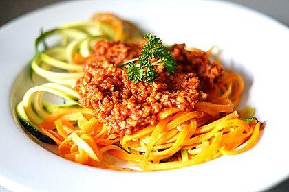 Möhrenspaghetti  mit Soja-Bolognese, ein schönes Rezept aus der Kategorie Kochen. Bewertungen: 4. Durchschnitt: Ø 3,8.
