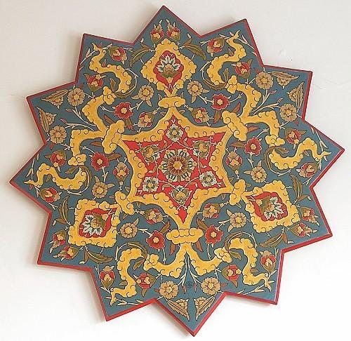 Ahşap üstü kalemişi. 16.yy. orjinal teknik. Rüstem Paşa Camii müezzin mahfili tavan göbeğinden birebir çalışma.