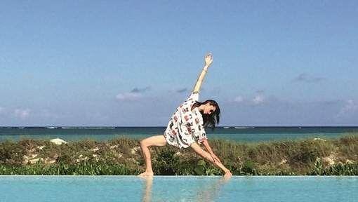 Ze startte als danseres en model, maar tegenwoordig is Tara Stiles wereldwijd bekend voor haar eigen yogastroming: Strala. Yogi's over de hele wereld ...