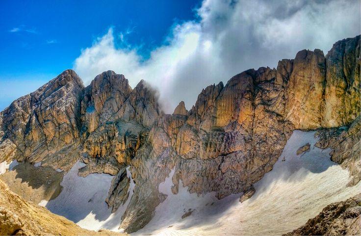 Sul Gran Sasso,il ghiacciaio del Calderone. E' il più meridionale d'Europa,ultimo residuo dei grandi ghiacciai del Quaternario.  Foto @David Di Marco