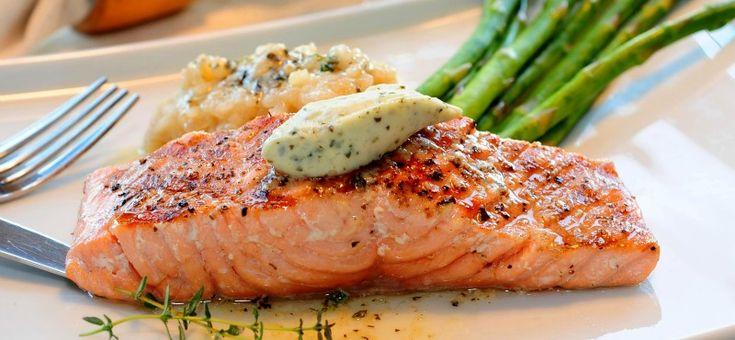 Il filetto di salmone si presta benissimo a molteplici cotture: bollito, al forno o al barbecue è un pesce tenero e saporito.