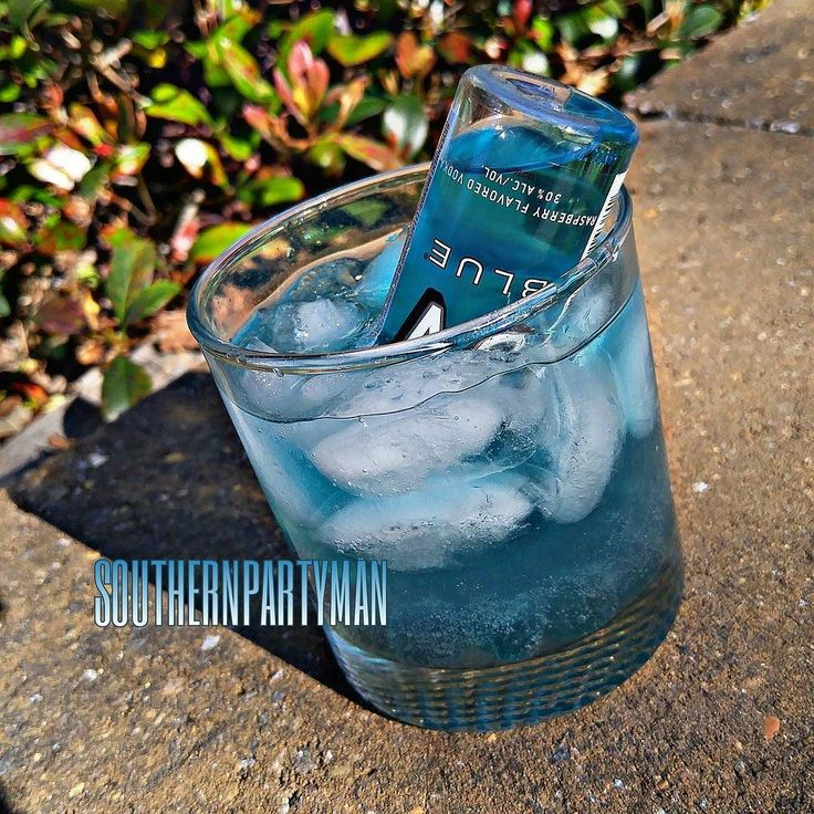 """Rappa Turnt Sanga""  3 oz Beatbox Blue Razzberry Splash Blue Curacao Top with Lemon Lime Soda Add pieces Sour Blue Raspberry Gummy Candy 1 mini UV Blue  Thank you for your support.  This drink will get you sprung... Product featured: @beatboxbeverages  #spmdrinks #tipsybartender #tpain #beatboxbeverages #beatbox #wine #blue #beautiful #pretty #vodka #uvblue #uvblue #tipsy #feelgood #photooftheday #like #follow #share #like4like #candy #amazing #cocktail #mixology #rappaturntsanga #hiphop…"