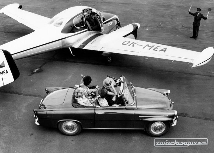 Skoda Felicia (1962) - auch für vier Personen tauglich #SkodaFelicia #Skoda #Felicia #1962 #Flugzeug #airplain #zwischengas #classiccar #classiccars #oldtimer #oldtimers #auto #car #cars #vintage #retro #classic #fahrzeug