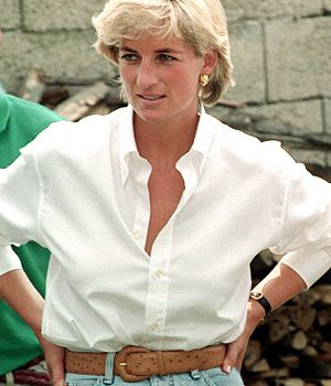 LADY D  Classic White Shirt - Timeless.  PattyonSite