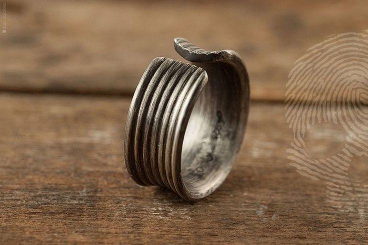 anel masculino,joia masculina, anel em prata, anel em prata masculino,guerreiro joias,bissexual, joia masculina,homens tatuados,hipster, moderno e masculino,cool,presente para homens, homens modernos, vivara, joias vivara, joias guerreiro, caveira