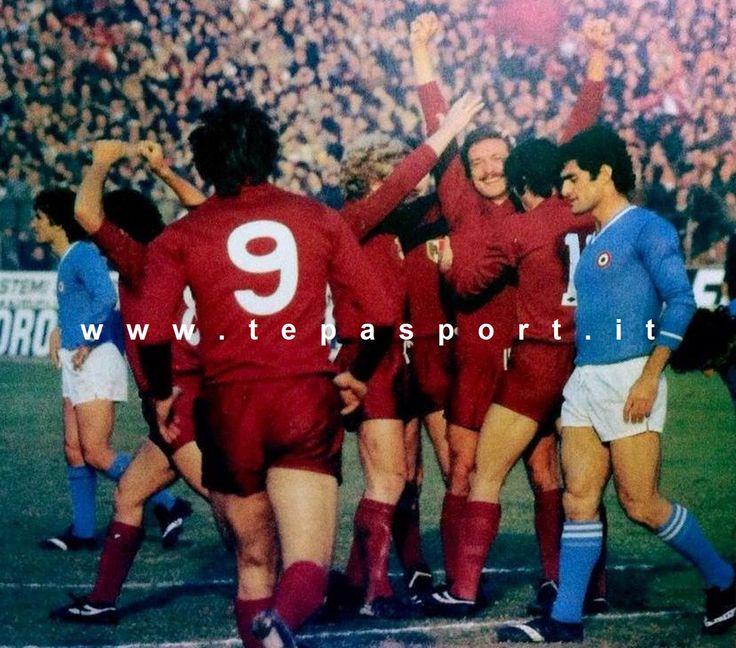 Torino Football Club - SSC Napoli 2-1 L'esultanza dei granata dopo il goal di Renato Zaccarelli ... ⚽️ C'ero anch'io ... http://www.casatepa.it/ 🇮🇹 Made in Italy dal 1952