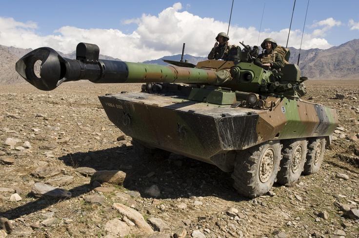AMX10 RC en position de tir. © armée de Terre
