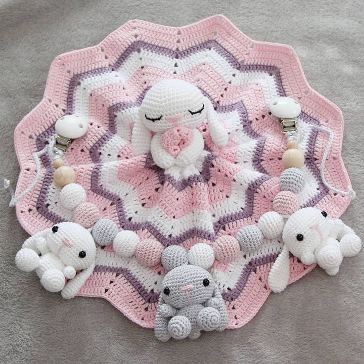 En beställning är klar 🐰 #snuttefilt #virkadsnutte #sandnesgarn #mandarinpetit #virkad #gosedjur #babygift #babyshop #handmadeforbaby #handmade #forbaby #securityblanket #rabbitblanket #комфортер #virka #virkat #virkadsnutte #virkadbabyfilt #virkadfilt #crochet #crochetsecurityblanket #crochetbaby #crochetbabyblanket #hekle #barnvagnsmobil #barnvagnshänge #virkadmobil