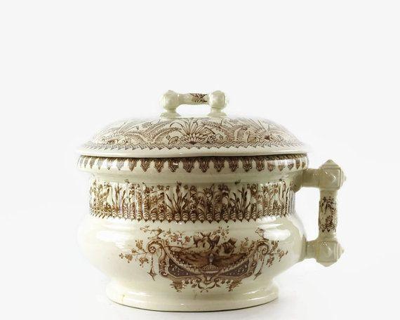 Plus de 1000 id es propos de chamber pots sur pinterest - Pot de chambre antique ...