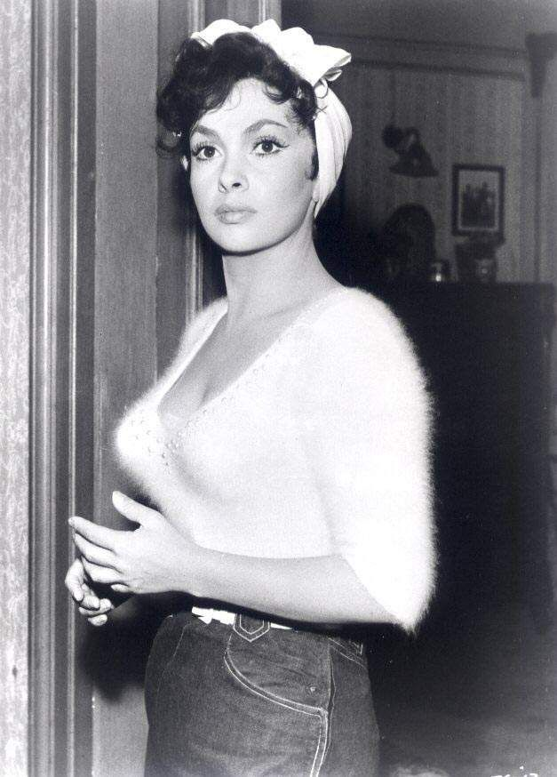Gina Lollobrigida - want one of these jumpers!