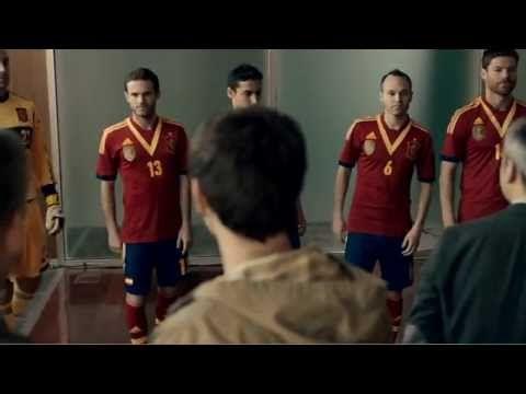 Porque no solo jugamos bien al fútbol. -- Movistar. Patrocinador Principal de la Selección.