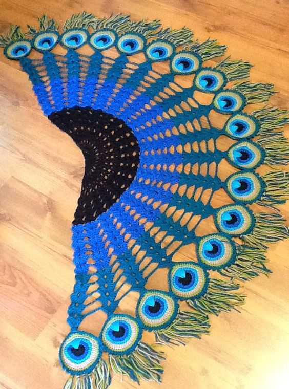 Pfauenfedertuch häkeln // Peacock Feather Scarf - Crochet Pattern