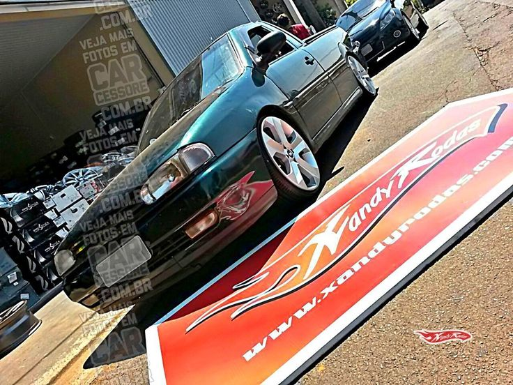 """VW Saveiro bola rebaixada com rodas 18""""   Green, lowered VW Saveiro MK2 with 18-inch BMW replicas rims"""