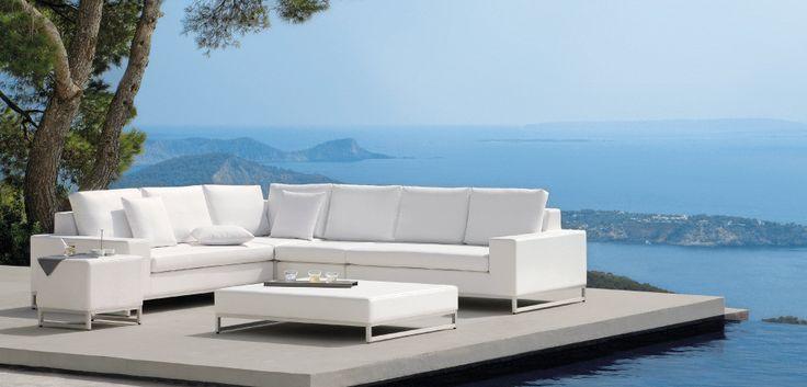 Beautiful modern Belgian outdoor furniture designed by Manutti. #outdoor #modern #furniture#