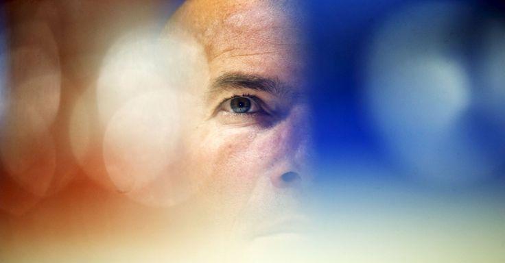 Treinador do Real Madrid Zinedine Zidane durante conferência de imprensa na véspera da partida da UEFA Champions League, contra o VfL Wolfsburg, em Madri na Espanha