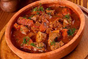Чашушули — блюдо из мяса говядины (телятины), родом из Грузии. В переводе с грузинского обозначает «острый», поэтому это блюдо рекомендуется готовить с большим количеством острого перца, но конечно, можно степень остроты определить под себя. Это блюдо готовится в собственном соку, что обеспечивает ему неповторимый вкус, очень мягкий и острый одновременно. ...