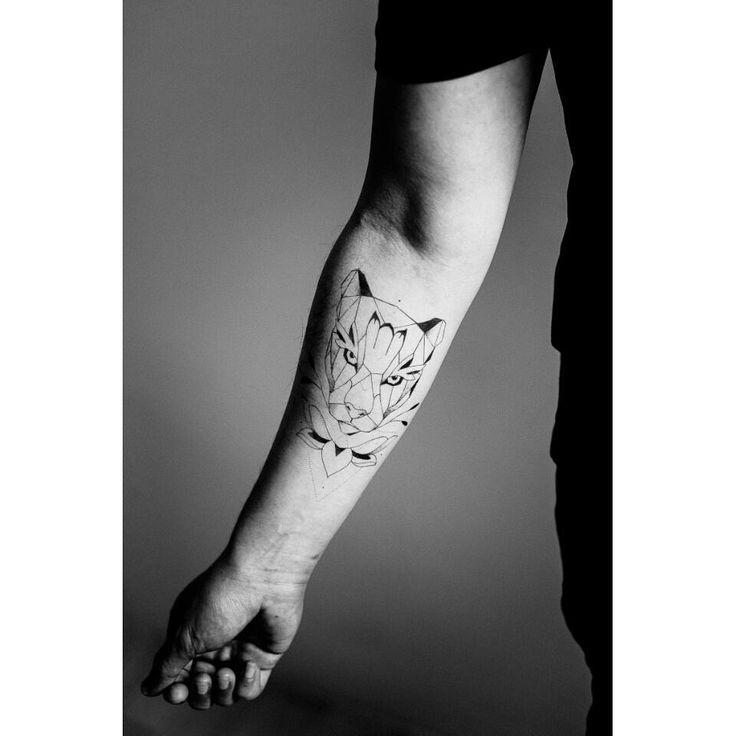 21 best tatouages images on pinterest animaux geometrique id es de tatouages et petit tatouage - Tatouage geometrique animaux ...