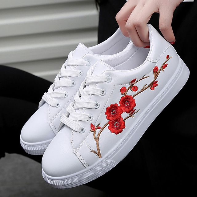 new style f67b7 61fdf ... nueva moda de cuero pu chino tradicional bordado ocio femenino Encaje  up flor Zapatos mujer Zapatillas de sneakers fashion fiable proveedores en  Best ...