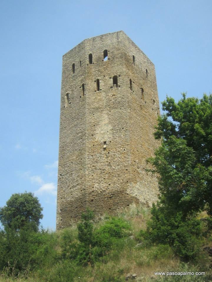 Torre de Luzás. http://www.pasoapalmo.com/ribagorza/entorno-de-benabarre/luzas
