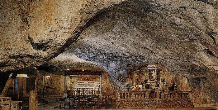 Monte Sant'Angelo e la Storia di San Michele Arcangelo - Puglia Turismo