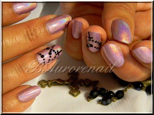 Nail art chapelet sur vernis holo