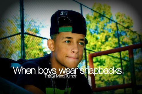 how to wear a snapback with an afro