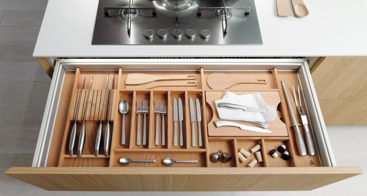 Kitchen accessories | The design is an important concept for Euromobil and decisive in the proposal for each accessory. Organization precise and defined in centimeters, returns as the operator that you need every day to indispensable toolsi.