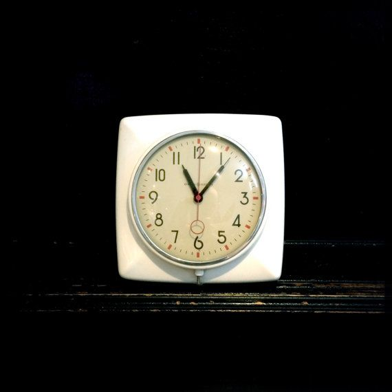 Vintage Wall Clock  General Electric  White by HeartOfTheHunter