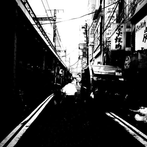 #station 新橋はモノクロームの似合う街だ。 - @tetsuyak9- #webstagram