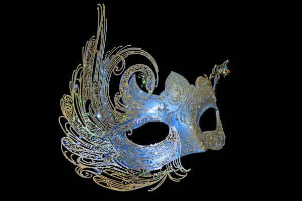 I am definitely thinking about have a masquerade ball wedding! I LOVE this mask!