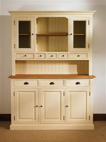 i want to paint my china hutch like this one...but i'm too chicken!