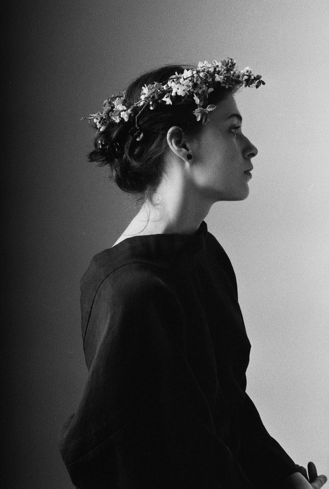 flower crownPhotos, Wedding Hair, Flower Crowns, Yana Lozeva, Beautiful, Trim Fashion, Black White, Design Wear, Perfect Fashion